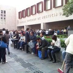 Photo taken at Tribunal Superior de Justicia del Distrito Federal - Juzgados de lo Familiar by Hugo M. on 8/16/2013