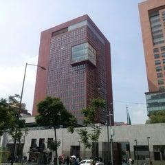 Photo taken at Tribunal Superior de Justicia del Distrito Federal - Juzgados de lo Familiar by Hugo M. on 6/28/2013