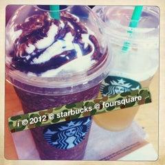 Photo taken at Starbucks by 💕i /@yumyum.in.the.tumtum on 9/24/2012