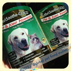 Photo taken at Global Pet Food Outlet by 💕i /@yumyum.in.the.tumtum on 2/13/2013