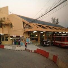 Photo taken at สถานีขนส่งผู้โดยสารเชียงใหม่ แห่งที่ 2 (อาเขต) Chiangmai Bus Terminal 2 (Arcade) by Gookkai S. on 12/13/2012