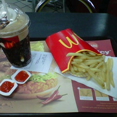 Photo taken at McDonald's by Yosefa Maria Y. on 5/19/2013