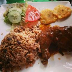 Photo taken at Guilligans Caribbean Food by Estefanía on 9/25/2013