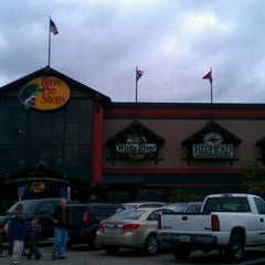 Photo taken at Bass Pro Shops by Guenther T. on 10/27/2012