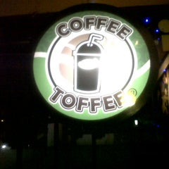 Photo taken at Coffee Toffee by Denny T. on 1/23/2013
