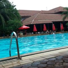Photo taken at Pantai Mutiara Swimming Pool by Teraku N. on 12/15/2013