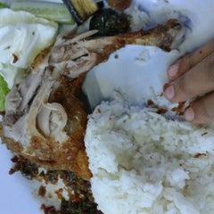 Photo taken at Ayam Lepas by Nahara K. on 9/20/2012