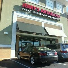Das Foto wurde bei Jerry's Artarama von DC B. am 10/16/2012 aufgenommen