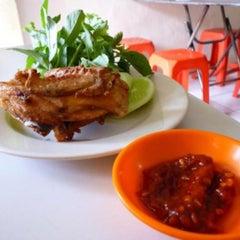 Photo taken at Ayam Goreng Presto by Haritso on 1/18/2015