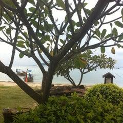 Photo taken at P. P. Erawan Palms Resort (พี พี เอราวัณ ปาล์ม รีสอร์ท) by Nicolò on 11/13/2013