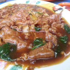 Photo taken at Geylang Lorong 9 Beef Kway Teow by Soh Hoong L. on 8/9/2013