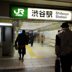 Photo taken at 渋谷駅 (Shibuya Sta.) by niena on 1/28/2013