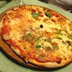 Photo taken at L'Isola della Pizza by Chantal on 10/14/2012