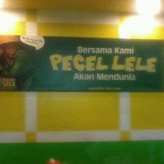Photo taken at Pecel Lele Lela by Barli H. on 12/24/2012