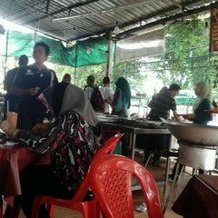 Photo taken at Nasi Campur Awet Muda by Sifu B. on 9/29/2012