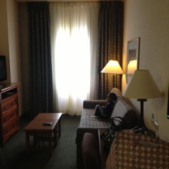 Photo taken at Staybridge Suites Chicago-Oakbrook Terrace by Michael N. on 5/11/2013