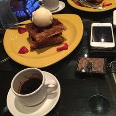 Photo taken at مقهى البنديره - Al Bindaira Café by Mohammed on 8/10/2015