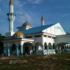Photo taken at Bukit Mewah Mosque by Ruhaizi H. on 10/26/2012