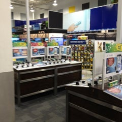 Photo taken at Best Buy by Jay L. on 12/23/2012