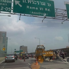Photo taken at ทางพิเศษศรีรัช ส่วน A (Si Rat Expressway Sector A) by Jaree Z. on 10/21/2012