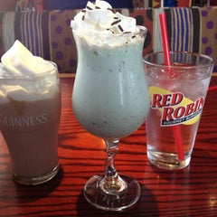 Photo taken at Red Robin Gourmet Burgers by Danielle on 3/9/2013