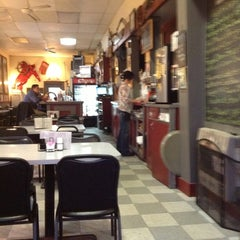 Photo taken at Gilbert's Chowder House by Michelle R. on 10/10/2012