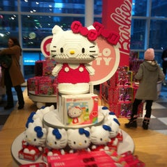 Photo taken at FAO Schwarz by Belinda on 12/29/2012