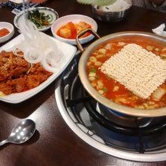 Photo taken at 청담동 장독대 김치찌개 by Narae C. on 9/5/2014