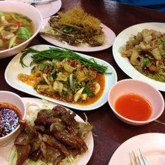 Photo taken at ร้าน แซ้บเวอร์ (มหาดไทย) by thunya k. on 7/13/2014