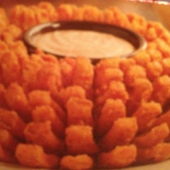 Photo taken at Outback Steakhouse by Mariana L. on 8/21/2012