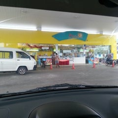 Photo taken at Petronas Jalan Haji Ahmad by Rockytan K. on 12/2/2012
