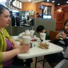 Photo taken at Taco Bell by Melaarme A. on 12/12/2012