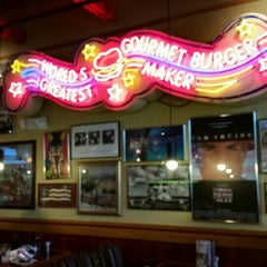 Photo taken at Red Robin Gourmet Burgers by Donald S. on 8/20/2015