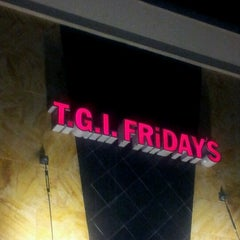 Photo taken at TGI Fridays by Carmencita S. on 12/26/2012