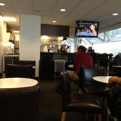 Photo taken at United Club by Greg D. on 7/22/2013