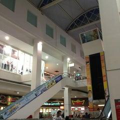 Photo taken at Shopping Avenida Center by Valdeir on 2/21/2013