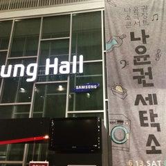 Photo taken at 이화여자대학교 삼성홀 (Ewha Womans University Samsung Hall) by donghyun j. on 6/14/2015