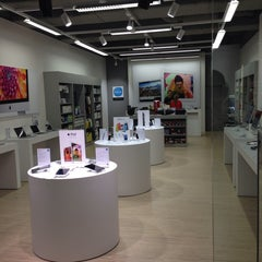 Photo taken at EPOS (Apple Store) by Dietmar on 9/3/2013
