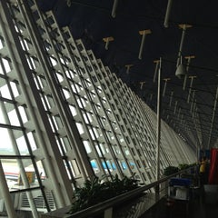 Photo taken at 上海浦东国际机场1号航站楼 T1 Shanghai Pudong Int'l Airport by Jules v. on 5/26/2013
