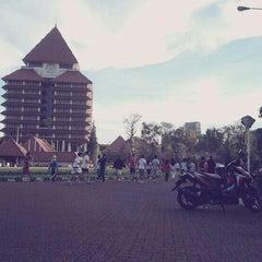Photo taken at Universitas Indonesia by Ikka on 4/13/2013