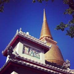 Photo taken at วัดบวรนิเวศวิหารฯ (Wat Bowon Niwet) by Pinky on 5/4/2013