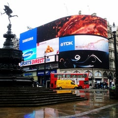Photo taken at Piccadilly Circus by Silvia E. on 5/28/2013