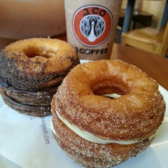 Photo taken at J.Co Donuts & Coffee by amoz on 1/24/2014