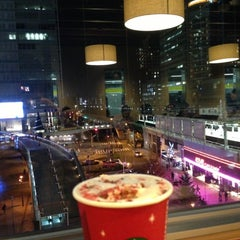 Photo taken at Starbucks Coffee アトレ秋葉原1店 by sohei on 11/8/2012