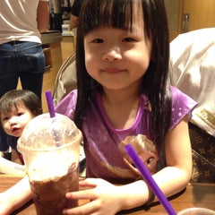 Photo taken at The Coffee Bean & Tea Leaf by Christinerexy on 2/7/2015