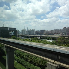 Photo taken at 磁悬浮龙阳路站 Maglev Train Longyang Road Station by Alex on 7/18/2013