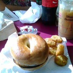 Photo taken at Dunkin Donuts by Melba B. on 8/1/2014