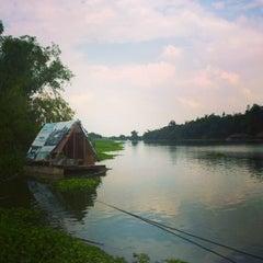 Photo taken at สวนอาหาร พรหมท่าซุง by Naii A. on 12/4/2014