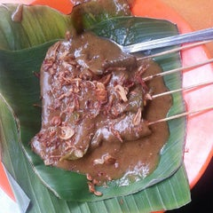 Photo taken at Sate Padang Triadi by Angel W. on 7/17/2013
