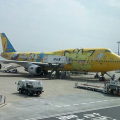 Photo taken at 羽田空港 第2旅客ターミナル (HND/RJTT Terminal 2) by Miki F. on 6/22/2013